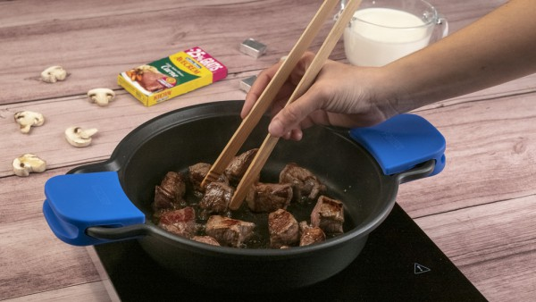 Primer paso ternera en salsa de champiñones