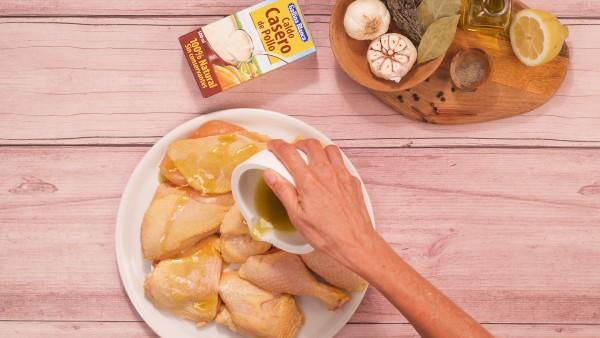 Pollo al horno con patatas y cebolla paso 1