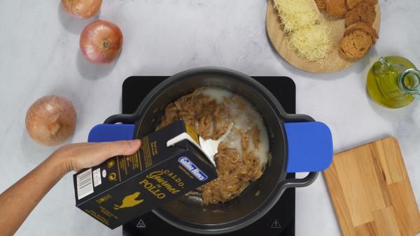 Sopa de cebolla con queso Paso 2