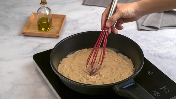 Muslos de pollo con salsa de champiñones Paso 3