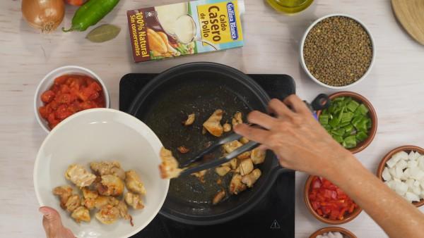 Primer paso lentejas con verdura y pollo