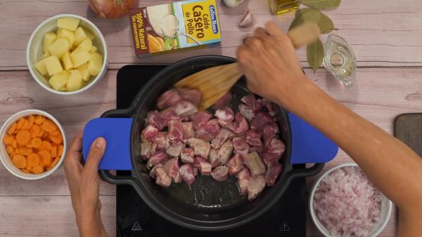 Estofado de carne con patatas paso 1