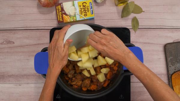 Estofado de carne con patatas paso 2