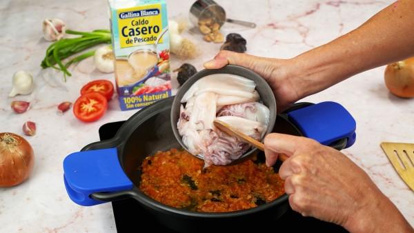 Chipirones con guisantes en salsa Paso 1
