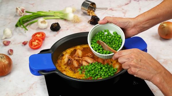 Chipirones con guisantes en salsa Paso 3