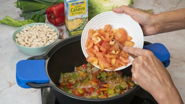 Guiso de alubias blancas y verduras Paso 1