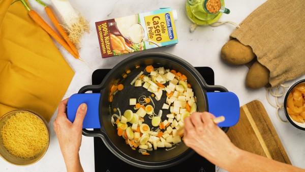 Sopa de pollo con fideos - Paso 1