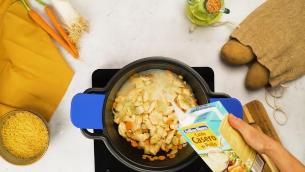 Sopa de pollo con fideos - Paso 2