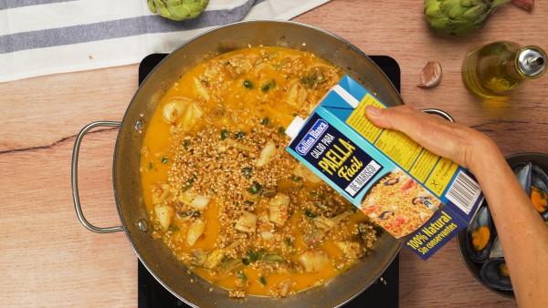 Segundo-paso-arroz-facil-con-pescado-y-marisco