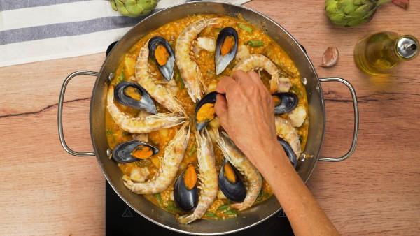 Tercer-paso-arroz-facil-con-pescado-y-marisco