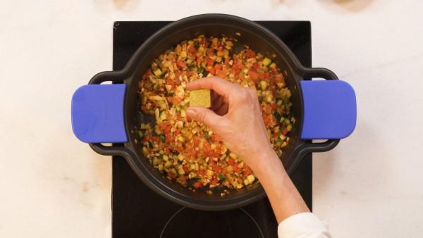 Paso 2 tomates rellenos de verduras