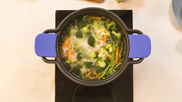 Paso 1 wok de verduras y cigalas
