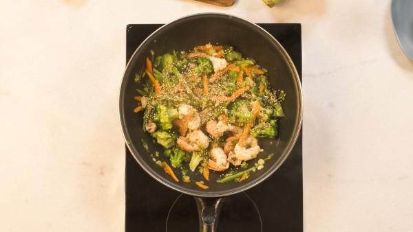 Paso 3 wok de verduras y cigalas
