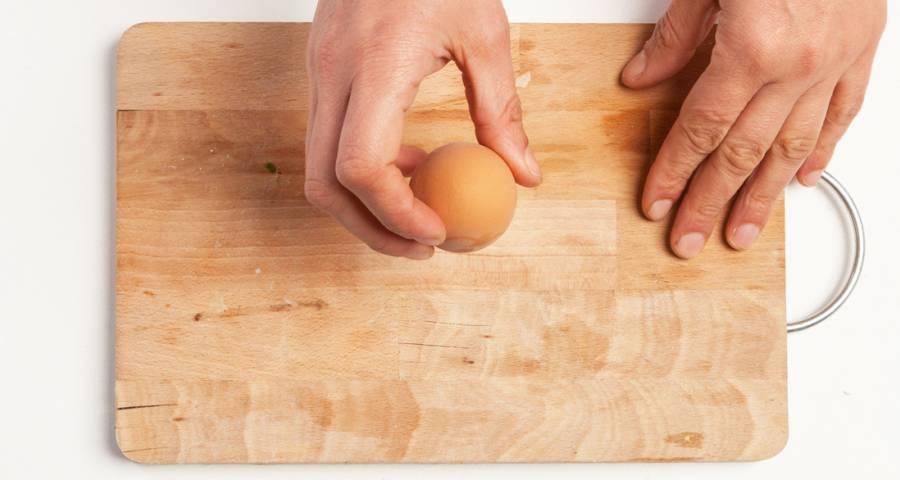 Pelar los huevos cocidos más fácilmente